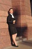 Full längdstående för affärskvinna Arkivfoto