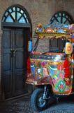 Full lastbilkonst för färg på den auto rickshawen Arkivbild