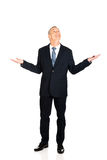 Full length businessman with hands open gesture Royalty Free Stock Photography