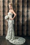 Full length portrait of a beautiful bride holding bouquet Royalty Free Stock Photos