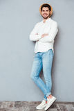 Full length portrait of handsome man standing with arms folded Royalty Free Stock Photos