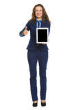 Full length portrait of smiling business woman showing tablet pc Royalty Free Stock Photos