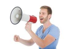 Full längd av mannen som skriker in i megafonen Fotografering för Bildbyråer