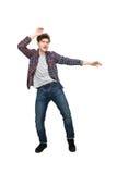 Full längdstående av en tillfällig man i hörlurar Arkivfoto