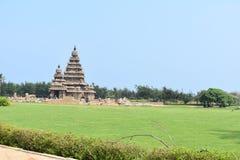 Full Mahabalipuram tempel - sikt av gopuram royaltyfri fotografi