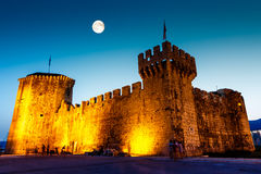Full Moon above Medieval Castle of Kamerlengo Royalty Free Stock Photos