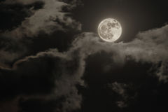 Full moon and clouds Royalty Free Stock Photos