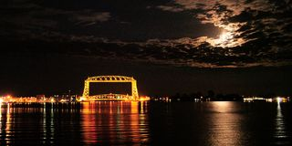 Free Full Moon Lights Clouds Over The Iconic Duluth Minnesota Aerial Lift Bridge Stock Photo - 131870140