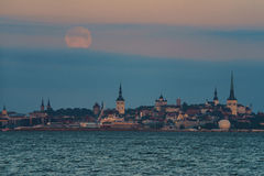 Full moon over Old town of Tallinn city Stock Images