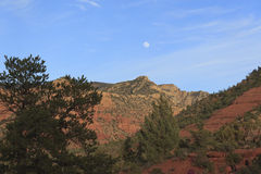 Full moon over rock in Sedona Royalty Free Stock Photos