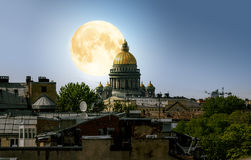 The full moon over Saint Isaac's Cathedral and the city centre d Royalty Free Stock Photo