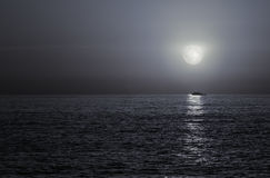 Full moon in the sea Royalty Free Stock Photos