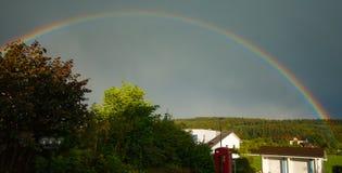 full regnbåge Arkivfoto