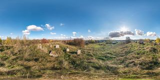 Full sömlös panorama 360 grader metar i equirectangural sfärisk kubprojektion panorama 360 på liten gammal judisk kyrkogård, fotografering för bildbyråer