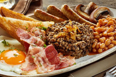 Full Scottish country breakfast with haggis Royalty Free Stock Photos