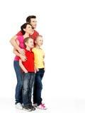 Full stående av den lyckliga familjen med barn Royaltyfri Fotografi