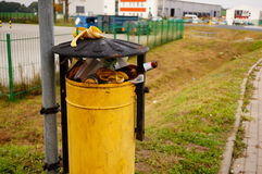 Full trash bin Royalty Free Stock Photos