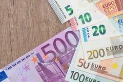 full uppsättning av euroräkningar Arkivbilder