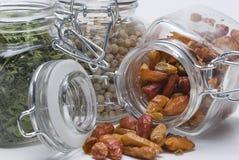 fulla jars några kryddor Arkivbild