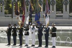Fulla militära ceremoniella flaggor Arkivfoto