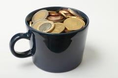 fulla pengar för kopp Royaltyfria Bilder