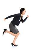 Fullbody年轻亚洲妇女赛跑 免版税库存照片