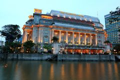 Fullerton hotel w wieczór, Singapur Fotografia Royalty Free
