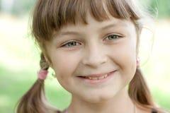 fullface девушка меньший усмехаться портрета стоковое изображение