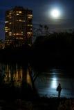 Fullmåne över floden Arkivfoton