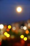Fullmåne i staden Royaltyfria Bilder