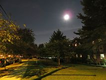 Fullmåne närmast höstdagjämningen i grannskapen fotografering för bildbyråer