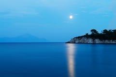 Fullmåne seascape, Grekland Royaltyfri Bild