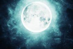 Fullmånen i den mörka himlen Arkivfoto