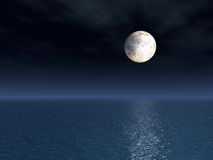 fullmåne över havet Royaltyfri Fotografi