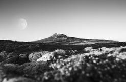 Fullmoon über szenischem Hinterland im Pembrokeshire-Küsten-Nationalpark, Großbritannien lizenzfreie stockfotografie