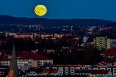 Fullmoon πέρα από το Όσλο Στοκ Φωτογραφίες