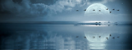 Fullmoon au-dessus de l'océan Images stock