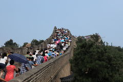 Fullsatt folk på den stora kinesiska väggen Royaltyfria Foton