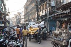 Fullsatt gata i Agra, Indien Royaltyfria Foton