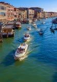 Fullsatt kanal Stor-Venedig arkivfoton