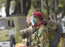 Fullständigt utrustad soldat Fotografering för Bildbyråer