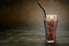 Fullt exponeringsglas av cola Royaltyfri Fotografi