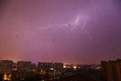 Fulmine piovoso di notte della Cina Pechino Fotografie Stock