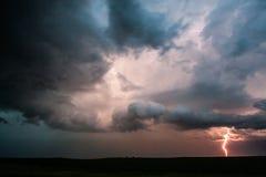 Fulmine in una tempesta alla notte Immagini Stock Libere da Diritti