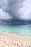 Fulminez au-dessus d'une mer tropicale Images libres de droits