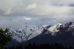 Fulminez le titre dans les montagnes Photographie stock