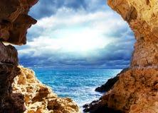 Fulminez sur la mer photos libres de droits