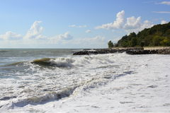 Fulminez sur la mer dans un jour ensoleillé d'été Photos libres de droits