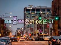 Fulton Market District-Eingang und -Streetscape während des frühen Abends Hauptstra?en in Chicago, Stra?en in Illinois lizenzfreie stockbilder