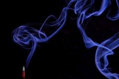 Fumée, bâton d'encens photographie stock libre de droits